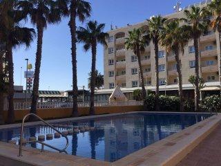Beachside Punta Prima apartment, sleeps 4-6, Wifi, communal pool, A*** location