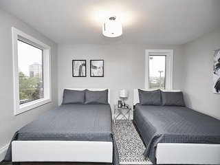Clifton Hill Luxury Condo - 201 - SALE: WE PAY THE CLEANING FEE!