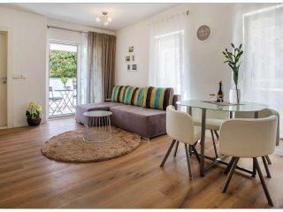 Amalia-Elegant Suite-Central position-Private parking