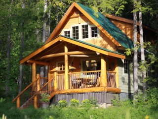 Kootenay Cabin on Historic Estate