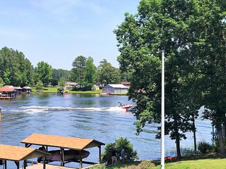 NEW LISTING! 5Bdrm, Main Lake Cove, Covered Double Boat Dock, Gentle Slope, Pets