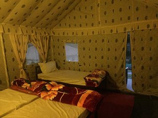 Jungle Camping - Swiss Cottage - bedroom 1