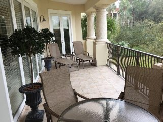 Well-Appointed 3BR/3BA w/ Golf Course View, Netflix, Wi-Fi, Golf Cart to Beach