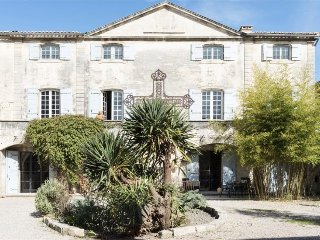 Provence Home Between Avignon and Arles, 8 Ensuite Bedrooms, Saltwater Pool
