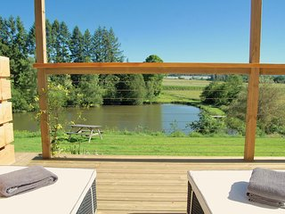 Luxury Barn for 2. Hot Tub, Fresh Water Swimming Lake ideal for Romantic Getaway