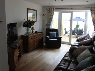 Spacious 4 bed house minutes from beach great for large families sleeps 8