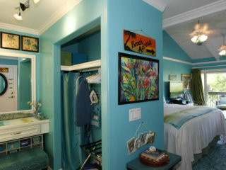 TRACY'S TROPICAL TREASURE #2 of 4 CORNER PENTHOUSE! Voted #1 Vacation Rental