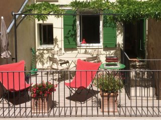 Original, elegant and comfortable townhouse for Autumn and Winter in Provence !