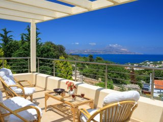 Stunning villa private pool & amazing sea view,large outdoor space,wifi,bbq,gym