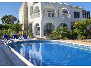 Modern, luxurious and spacious villa in Quesada!