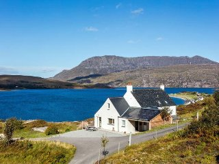 Cnoc Cailean, luxury house close to beach, amazing views to Ardmair Bay