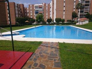 Apartamento amplio, comodo y con luz parking y piscina centrico, cerca de playa