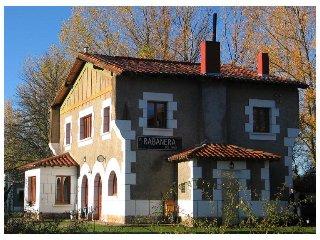 Casa Rural La Estacion de Rabanera, en Rabanera del Pinar, Burgos, Espana