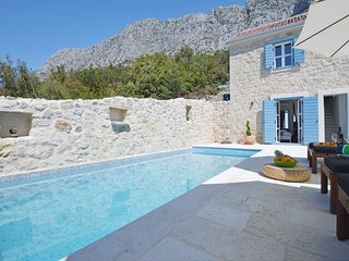 Holiday home Calliope  w/ heated pool & sea view