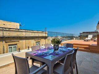 Valletta Grand Harbor Views Penthouse with Jacuzzi