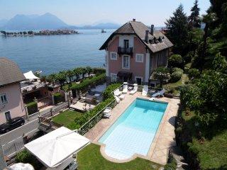 Villa Torretta - Villa with pool, facing the lake, in a unique location with