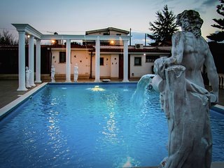 Villa Acropolis - Spacious villa with pool and jacuzzi with disco and games