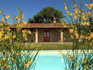 Podere Torricella - Spacious detached farmhouse for 17 people with private pool
