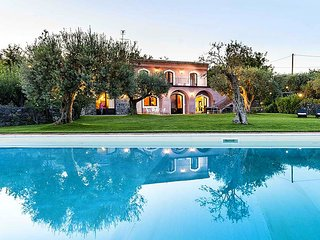Camilla - Luxury villa with private pool, sea view over the Ionian sea and many facilities