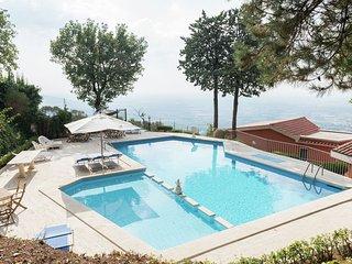 Villa Tivoli - Magnificent detached villa with private swimming pool near Tivoli