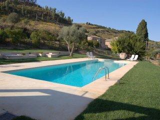 La Casa di Parasporino - The architecture is typical of the Sicilian summer