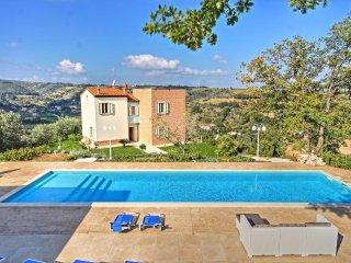 Villa Amanda - Elegant villa with private pool, sea views, 3 km from the beach