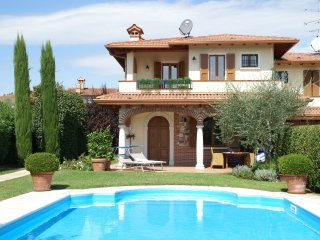 Villa Cipresso - Luxury apartment with air conditioning and private swimming pool near Lake Garda