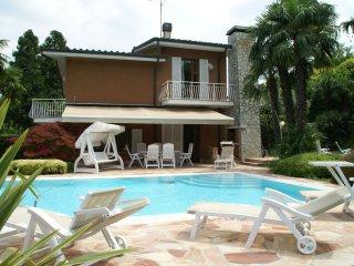Casa Comboni - Comfortable holiday home with pool and jacuzzi, near Lake Garda