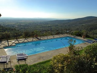 Villa Olivia - Villa with private pool within walking distance to Cortona