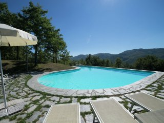 Villa Gufo - Charming apartments in an old farmhouse on an estate with pool