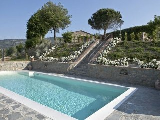 Nidino - Beautiful house with private swimmingpool