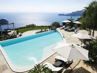 Vistabuena - Exclusive villa with panoramic swimming pool and jacuzzi, 2 km