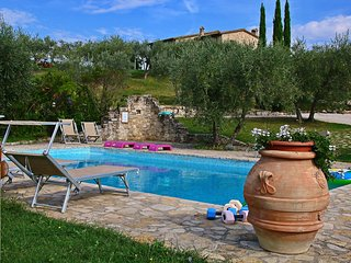 Villa Roseto - Rustic country house among olive trees, private swimming pool, wellness center