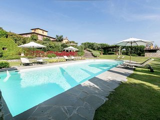 Villa Magenta - Luxury villa with two private pools in the hills near Cortona