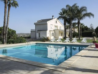 Terranova - luxury villa with private pool in Modica! For a relaxing holiday in