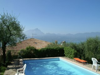 Villa Vista Garda - Comfortable villa with private pool, garden, balcony, near Lake Garda
