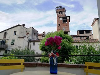 LE MELODIE DI LUCCA historical centre, terrace with views, free WiFi