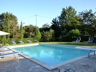 Villa Vale - Villa with large garden, lots of privacy and close to the center