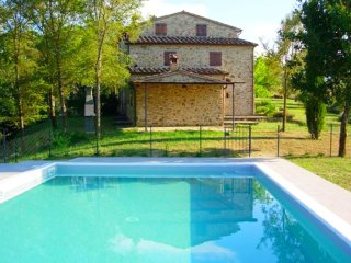 Casarughi - Renovated and comfortable property with pool and views over the hills