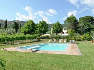 Villa Pierina - Villa with private pool, 3 km from Cortona, 3 apartments