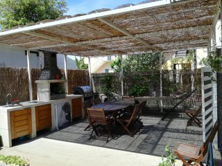 Near beach, private parking, garden, bikes