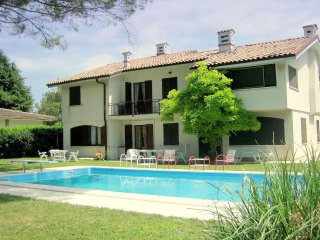 Casa Lanzoni - A short distance from the shores of Lake Garda, with pool