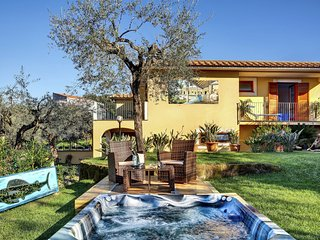 Aurelia - Roman-style villa with garden and private Jacuzzi, beautiful view of the bay