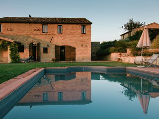 Villa Regnano - Beautiful villa with dependance with private pool in the hilly landscape