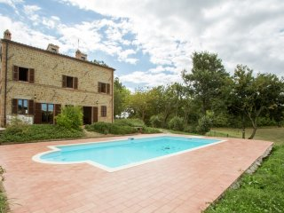 Villa Sirena - A renovated farmhouse in Penna San Giovanni with private pool