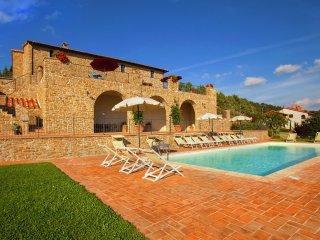 Villa Tuoro - Villa with pool and garden, beautiful view over Lake Trasimeno