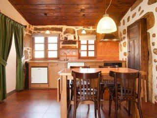 Casa rural con 4 apartamentos y zona común para grupos