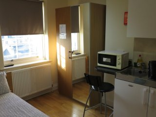 A Lovely Studio Flat near Hyde Park, Queensway, Bayswater, London, 5B