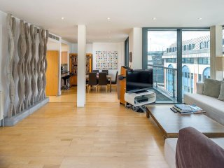 Modern 2 Bed 2 Bath Penthouse near Tower of London