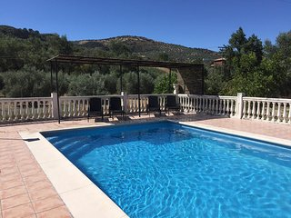 Lovely rural cortijo, fenced pool, walking distance to Montefrio, Wifi